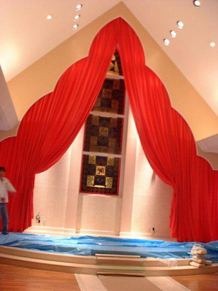 【教会のカーテン】