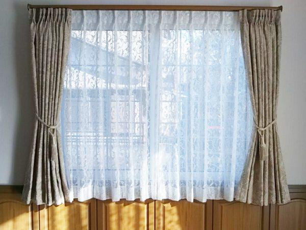 【無垢材とカーテンの調和】