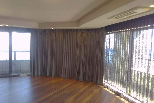 【施工例 大きな窓の分割カーテン】